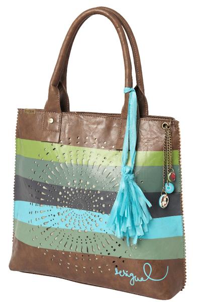 c48bd58ebc3b Среди всего разнообразия сумок есть большие и вместительные, маленькие и  кокетливые, молодежные и строгие, разноцветные и однотонные.